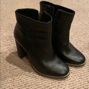 Steve Madden ankle black boot